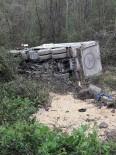 Yoldan Çıkan Kamyon Şarampole Yuvarlandı Açıklaması 1 Yaralı