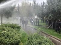 ÇEVİK KUVVET - Diyarbakır'da İzinsiz Gösteriye Polis Müdahalesi