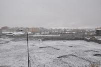 KAR SÜRPRİZİ - Kars'a Nisan Ayında Lapa Lapa Kar Yağdı