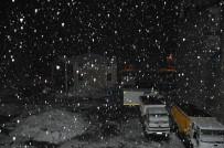 KARLA MÜCADELE - Nisan Ayında Yüksekova'da Kar Sürprizi