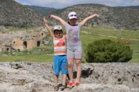PAMUKKALE - Pamukkale'ye Giriş Ücretsiz Oldu, Adım Atacak Yer Kalmadı
