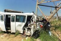 YÜKSEK GERİLİM - Yoldan Çıkan Minibüs Yüksek Gerilim Direğine Çarptı Açıklaması 3 Yaralı