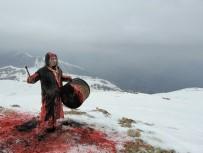 BİNALİ YILDIRIM - 3 Bin Rakımlı Dağdan Davul Çalarak Şiddete Karşı Ses Verdi
