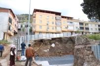CAN GÜVENLİĞİ - Cami İnşaatındaki Toprak Kayması Apartman Sakinlerini Tedirgin Etti