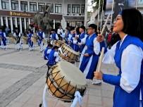 MILLETVEKILI - Güney Koreli Öğrencilerden Çeşme'de Unutulmaz Gösteri