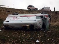 Karaman'da Ambulans Şarampole Devrildi Açıklaması 3 Yaralı