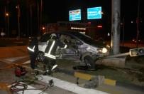 ARAÇ KURTARMA - Otomobiller Kavşakta Çarpıştı, Ortalık Savaş Alanına Döndü Açıklaması 4 Yaralı