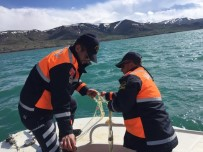 JANDARMA KOMUTANLIĞI - Van'da Kaçak Avlanmış 80 Kilo Balık İle 700 Metre Ağ Ele Geçirildi
