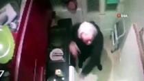 İNGILTERE - Assange Kendi Kendine Kungfu Yapmış, Orkestra Yönetmiş