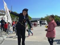 UÇURTMA ŞENLİĞİ - Aydın Jandarması 23 Nisan Öncesi Çocukları Uçurtma Şenliğinde Eğlendirdi
