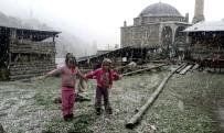 GÜNEŞLI - Erzincan'ın Yüksek Kesimlerinde Kar Yağışı