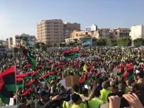 PROTESTO - Libyalılar Hafter'in Saldırısına Karşı Sokağa Çıktı