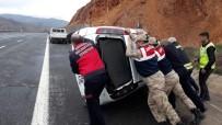 DİREKSİYON - Otomobil Takla Attı Açıklaması 1 Yaralı