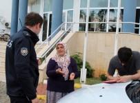TEMİZLİK GÖREVLİSİ - Temizlik Görevlisi Kadına Kapkaç Şoku