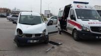 Hafif Ticari Araçla Otomobil Çarpıştı Açıklaması 3 Yaralı