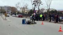KADIN SÜRÜCÜ - Otomobilin Çarptığı Motosikletli Kurye Ağır Yaralandı