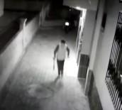 2 Dakikada Demir Makaslı Motosiklet Hırsızlığı Kamerada