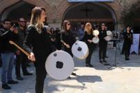 İL MİLLİ EĞİTİM MÜDÜRÜ - Aydın BŞB Kadın Mehteran Takımından Kuşadası'nda Konser