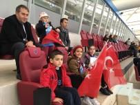 TÜRKIYE SPOR YAZARLARı DERNEĞI - Basın Mensupları Trabzonspor Maçını Aileleriyle Birlikte İzledi