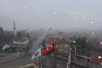 TÜRKİYE - Eskişehir'e Nisan Ayının Ortasında Kar Yağdı