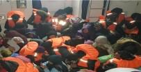 KAÇAK - Kuşadası'nda 54 Kaçak Göçmen Yakalandı