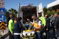 BAHÇELİEVLER - Midibüs Kamyonet İle Çarpıştı Açıklaması 6 Yaralı