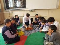 Öğrencilerine Sınıfta Çiğ Köfte Yoğurdu