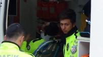 Polis Aracı Otomobille Çarpıştı Açıklaması 1 Polis Memuru Yaralı