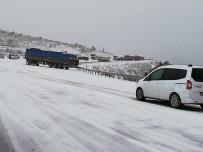 Tokat - Sivas Karayolunda Kar Sebebiyle Ulaşımda Aksama