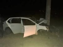 Antalya'da Otomobil Elektrik Direğine Çarptı Açıklaması 2 Ölü, 1 Yaralı