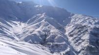 Sason'da Kar Yağışı Nedeni İle Köy Yolları Ulaşıma Kapandı