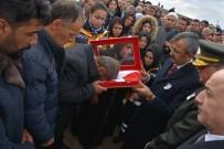 ŞEHİT BABASI - Şehit Babasına Kırıkkale Valisi'nden Türk Bayrağı