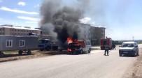 ALTINŞEHİR - Alev Alev Yanan Minibüs Ateş Topuna Döndü