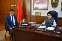 TÜRKÇE ÖĞRETMENI - Başkan Özcan, Koltuğu Ferhat'a Devretti