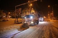KAR YAĞıŞı - Bitlis'te Nisan Karı 80 Köy Yolunu Ulaşıma Kapattı