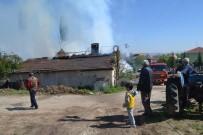 YAŞLI ÇİFT - İki Katlı Ev Alevlere Teslim Oldu