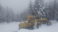 KAR YAĞıŞı - Karla Kaplı Yollar Belediye Tarafından Hızla Açılıyor