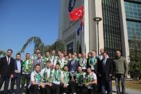 ALINUR AKTAŞ - Kupayı Bursa'ya Getirdiler, Başkan Onları Kapıda Karşıladı...