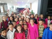 MARİLYN MONROE - Mardinli Marilyn Monroe'dan Çocuklara 23 Nisan Sürprizi