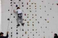 YUNUS EMRE - 23 Nisan Çocukları Zorlu Parkurda Tırmandı, Rafting Yaptı