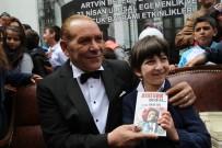 Atatürk'e Benzeyen Tiyatro Sanatçısını Artvin'de Yoğun İlgi