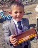 SEMPATIK - Çikolata Vaadi Sunan Küçük Muhtar Adayı Çağatay Sözünü Tuttu