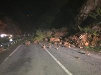 Giresun'da Heyelan Açıklaması Karayolu Trafiğe Kapandı