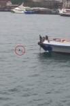 GEZİ TEKNESİ - (Özel)Karaköy'de Denize Düşen Bir Şahısın Kurtarılma Anları Kamerada