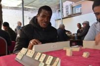 KIRMIZI KART - Süper Lig'de Fırtınalar Estiren Serge Djiehoua, Sarayköy'de 'Okey' Oynuyor