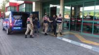 Taşın Altına Sakladıkları Uyuşturucuyu Çıkarırken Yakalandılar