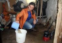 ŞEBEKE SUYU - Bodrumlarından Su Çıkan Aile Şaşkına Döndü