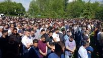 Kazada Ölen Zonguldaklı 3 Genç İçin Almanya'da Tören Düzenlendi