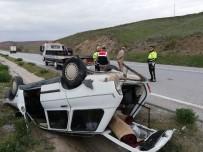 Lastiği Patlayan Otomobil Refüje Devrildi  Açıklaması1 Yaralı