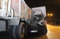 D100'de Kamyonet, Arızalanan Kamyona Arkadan Çarptı Açıklaması 2 Yaralı